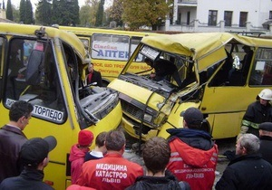 Во Львове в результате столкновения двух маршруток пострадали 12 человек