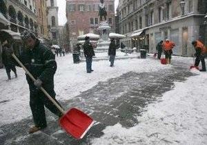 Власти Италии на уборку снега вывели военных