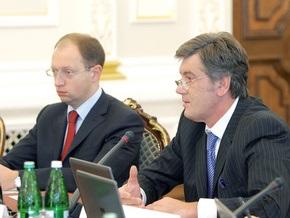 Опрос: На западе Украины Яценюк обогнал Ющенко