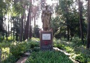 Власти Ирпеня запретили строительство вокруг братской могилы