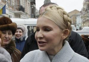 Депутаты, опасаясь ареста Тимошенко, заблокировали машинами выезд со двора ГПУ