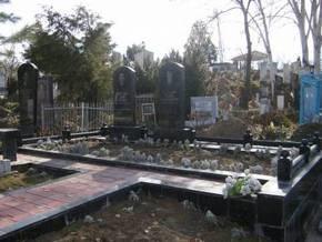 В Киеве отменили плату за въезд на кладбища