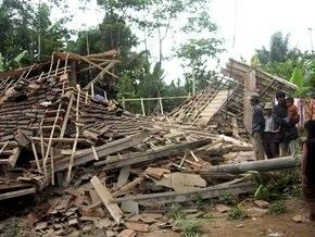 В Индонезии растет число жертв землетрясения