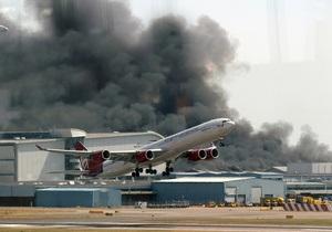 В грузовой части Хитроу произошел пожар: над аэропортом  поднимается столб дыма