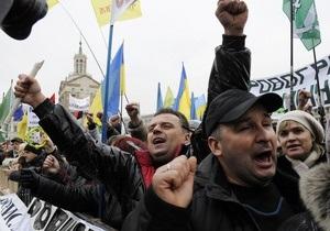На Майдане Незалежности собрались около четырех тысяч протестующих. Предприниматели продолжают прибывать