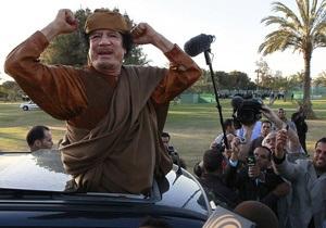 Каддафи через телеэфир призвал ливийцев к сопротивлению