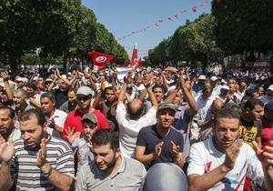 Тунис: сторонники и противники власти выходят на улицу