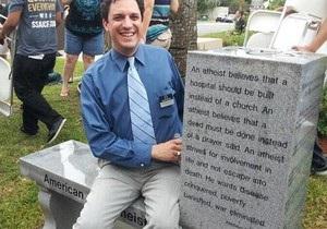 В США установили памятник атеизму