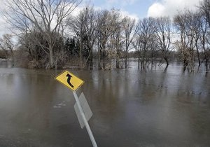 Паводок - наводнение - потоп - В Украине остаются подтопленными населенные пункты, сохраняется чрезвычайная пожароопасность