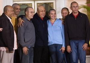 В Венесуэле сторонники Чавеса публично побрились наголо