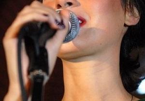 Двух китайских певиц оштрафовали за пение под фонограмму