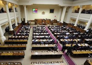 Грузинские депутаты одобрили новую Конституцию, сокращающую полномочия президента