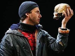 Британский актер использовал настоящий череп в постановке Гамлета