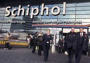 Голландский журналист сумел пронести на борт самолета взрывоопасную жидкость