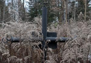Киевская чиновница получила 15 тыс. грн за место на кладбище