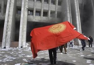 Толпа громит дипломатический городок в Бишкеке