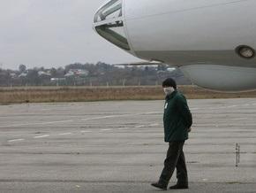 Ночью руководство Украины встретило в Борисполе самолет с партией Тамифлю