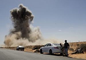Ливийские повстанцы красят крыши машин в розовый цвет, чтобы не провоцировать авиаудары НАТО