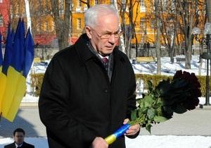 Годовщина Шевченко - Азаров - Азаров принял участие в церемонии возложения цветов к памятнику Шевченко
