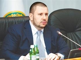 Глава Налоговой задекларировал почти 700 тыс. грн дохода, а члены его семьи - более 21 млн грн