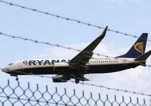 Пассажиры Ryanair устроили сидячую забастовку в салоне самолета