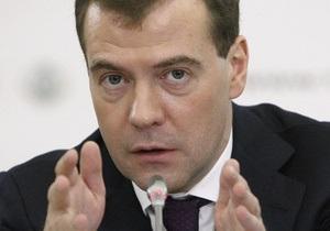 Медведев потребовал радикально сократить число авиакомпаний в России