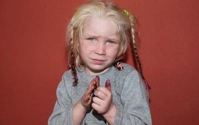 Власти Болгарии намерены получить опеку над отобранной у цыган в Греции белокурой девочкой