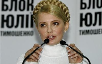 Пока оппозиция готова отправить Тимошенко за границу, регионалы добиваются дискуссии - Ъ