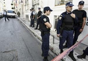 В Афинах неизвестные напали на полицейских и похитили их оружие и бронежилеты