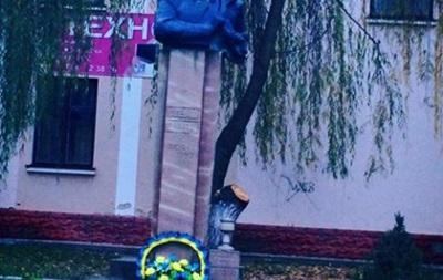 В Тернопольской области восстановили уничтоженный неизвестными памятник Бандере