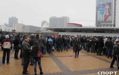 Украина – Франция: Фанаты выстроились в очередь за билетами с 5 утра