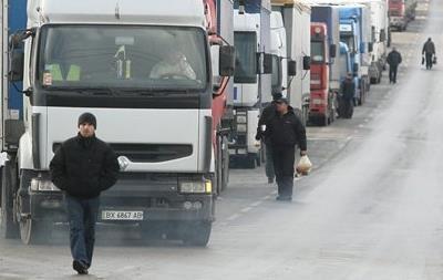 Введение РФ новых таможенных правил привело к образованию пробки на украинско-российской границе