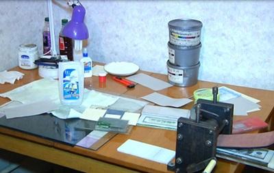 В Днепропетровской области фальшивомонетчик изготовил 10 тысяч стодолларовых купюр