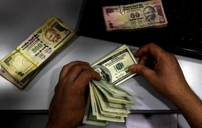 Курс валют: официальный евро игнорирует межбанк