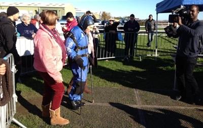 93-летний британец прыгнул с парашютом вместе с прахом жены