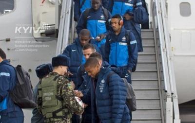 Футболисты сборной Франции прилетели и проигнорировали фанатов