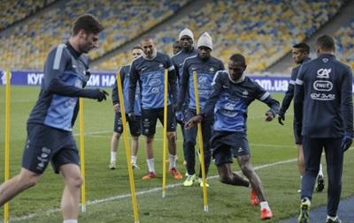 За право участвовать в Чемпионате мира 2014 сборная Франции должна победить Украину в матче плей-офф, который состоится на НСК Олимпийский 15 ноября. Онлайн трансляция доступна на сайте.