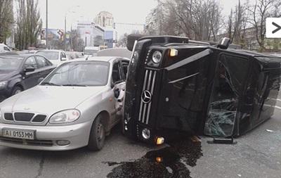 В Киеве джип телеведущего Стогния врезался в три машины и перевернулся - СМИ