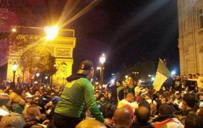 Праздник в Париже: Французы всю ночь отмечали выход на чемпионат мира