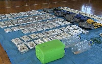 В Японии к берегу прибило рюкзаки с кокаином на $50 млн