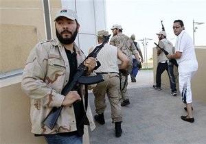 НАТО передает разведданные ливийским повстанцам, объявившим охоту на Каддафи