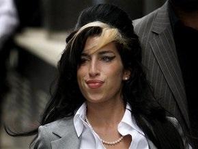 Суд признал Эми Уайнхаус невиновной в нападении на фанатку