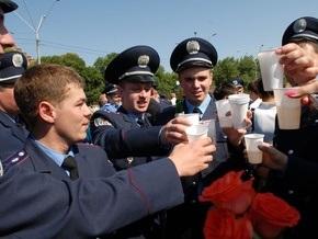 Фотогалерея: Милиционеры в шампанском