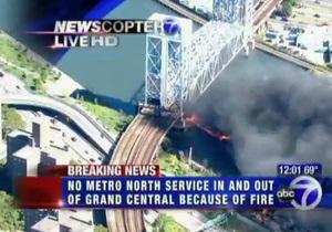 В Нью-Йорке горит мост через реку Гарлем