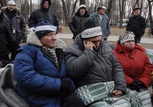 Чернобыльцы прекратили голодовку под Кабмином и разъехались по домам