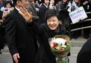 Инаугурация первой в Южной Корее женщины-президента прошла под рэп от PSY
