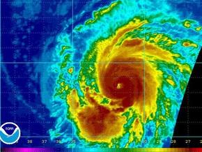 Ураган Фред усилился до третьей категории опасности