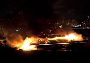 Очевидцы сообщили детали масштабного пожара в Оболонском районе Киева