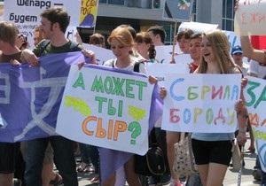 Монстрация в Симферополе прошла под лозунгами А может, ты сыр? и Happy New Year!