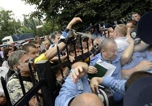 Штурм РОВД Святошино - В Святошинской РГА обсуждают ситуацию вокруг рынка Шлях, работники которого штурмовали РОВД